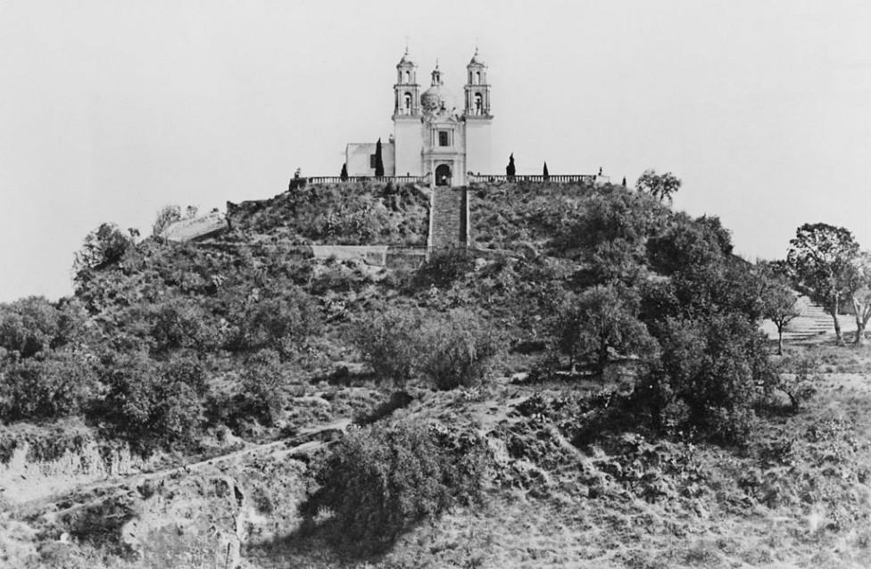 - Върху височината до Чолула испанците построили катедрала, без да знаят, че по християнския има индиански храм, който е близо два пъти по-голям от...