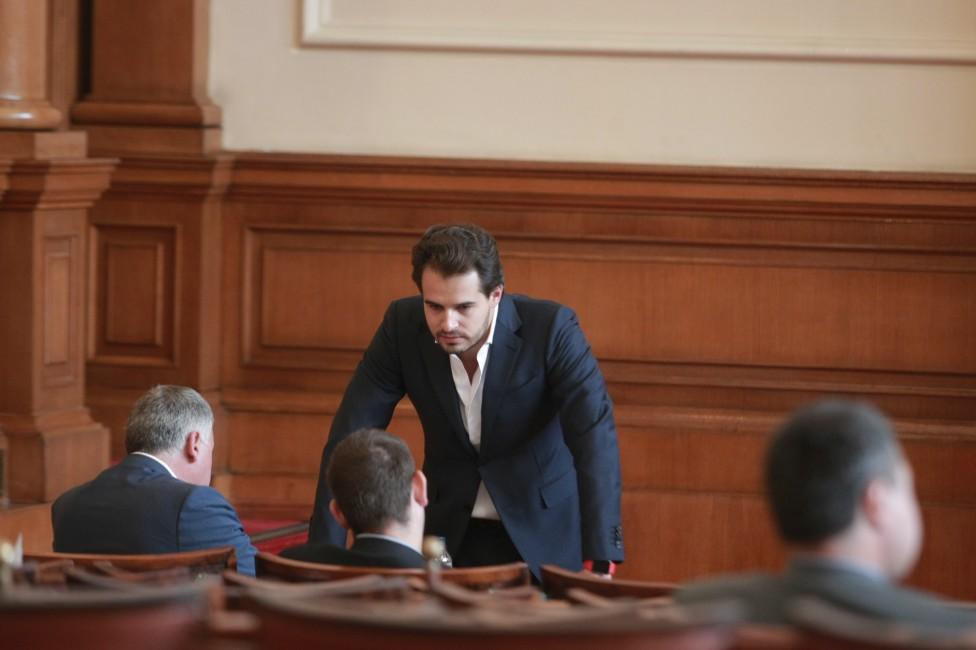 - Модата в парламента