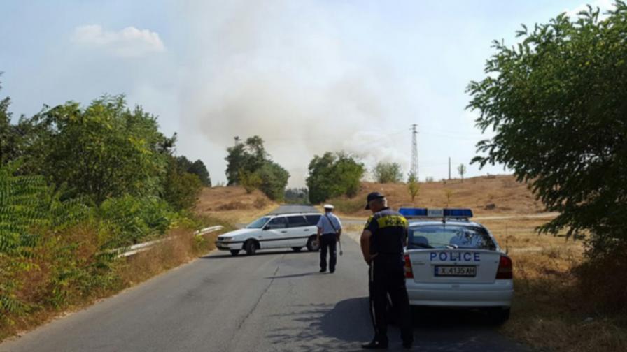 Нов пожар пламна в Харманлийско, затвори път