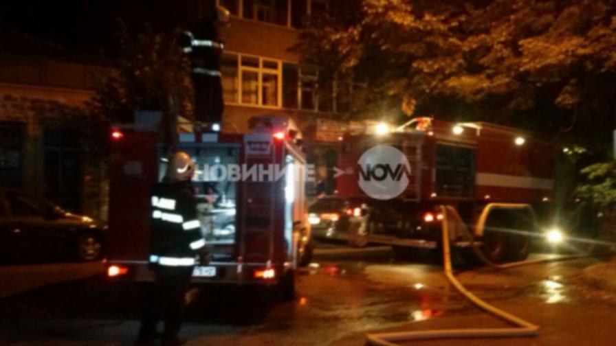 Огнена стихия във Варна: Изгоряха заведение и къща