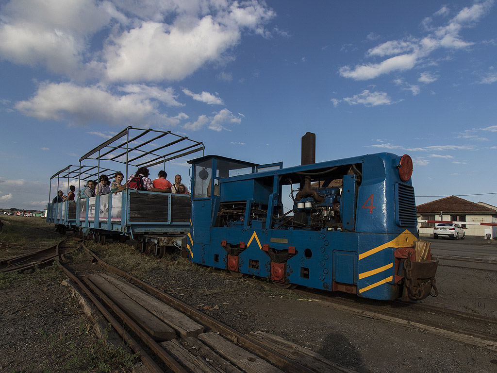 Най-атрактивно е влакчето на солта, което се стопанисва от Черноморски солници АД. Малката железница се движи от началото на май до края на септември.