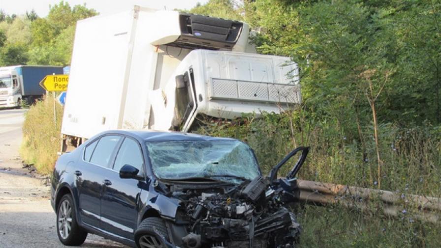 Тежка катастрофа на пътя Русе-Бяла, има ранени деца