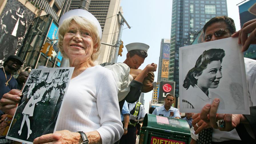 Тя си отиде 71 г. след една от най-прочутите снимки в света