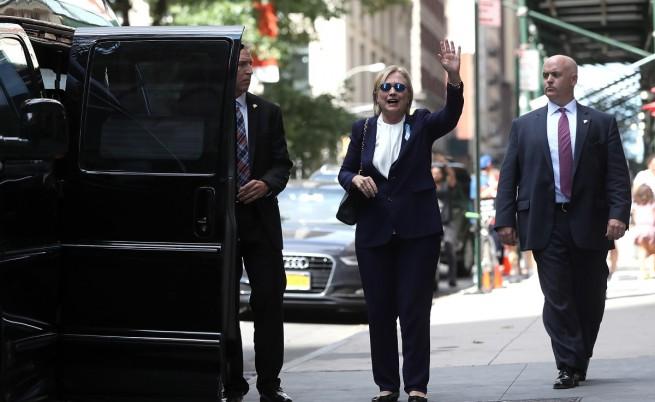 Хилари Клинтън припадна в Ню Йорк, взе си болничен