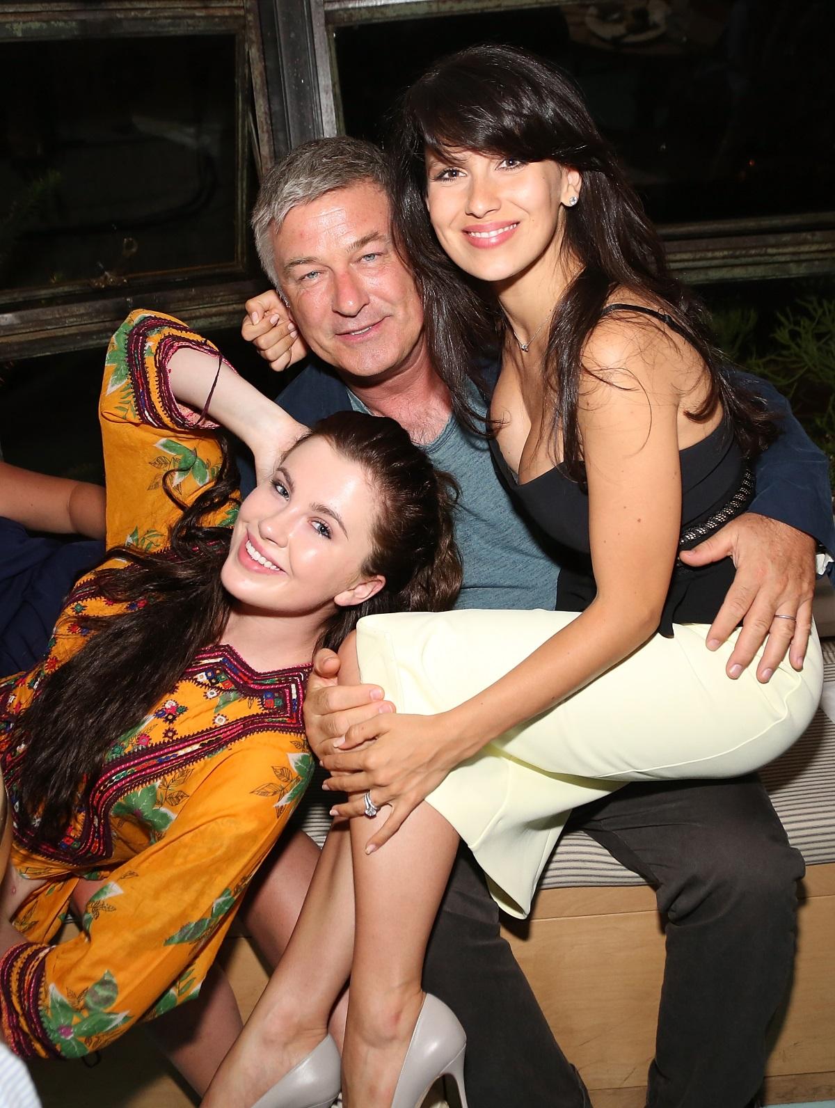Алек Болдуин с настоящата си съпруга Хилария и дъщеря си Айрланд