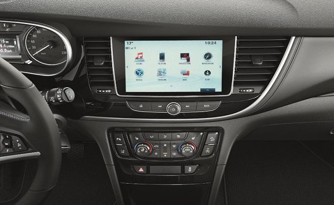 Предпочитам NAVI 900 не само заради 8-инчовия дисплей, а заради вградената навигация.