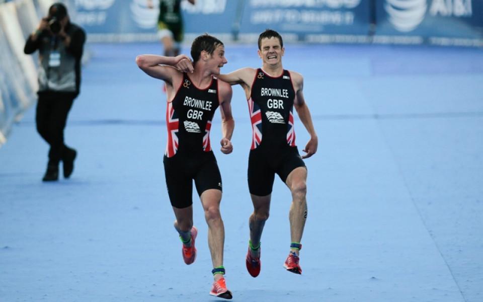 Невероятен финал и демонстрация на братска любов на състезание по триатлон