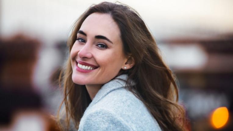 зъби усмивка жена