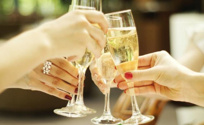 Една чаша шампанско – 175 милилитра, съдържа 90 калории или приблизително толкова, колкото една шоколадова бисквита.