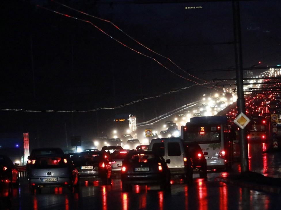 - Трафика по Цариградско шосе и кръстовището при румънското посолство в понеделник вечер