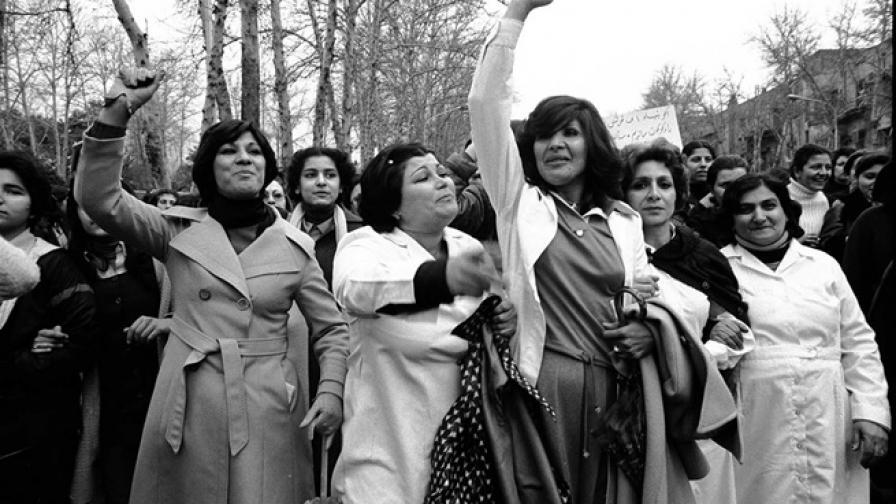 Когато в Иран протестираха срещу носенето на забрадки