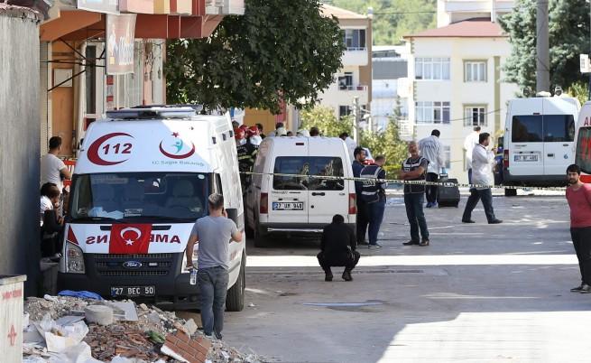 Камикадзета се самовзривяват през няколко часа в Турция