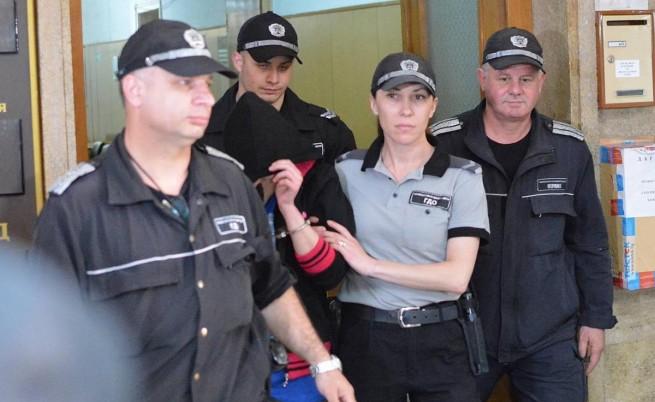 Ивалена Маринова, обобградена от полицаи