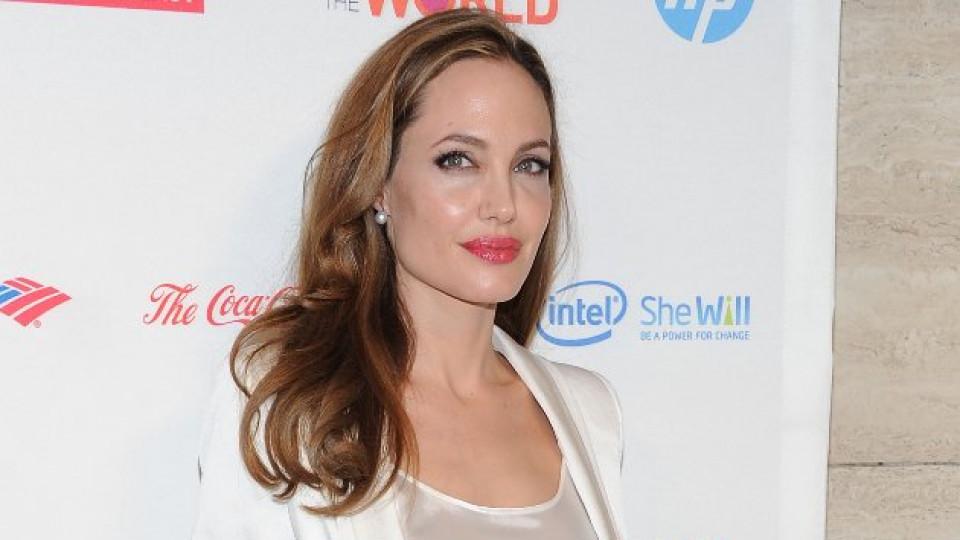 Анджелина Джоли е злата вещица