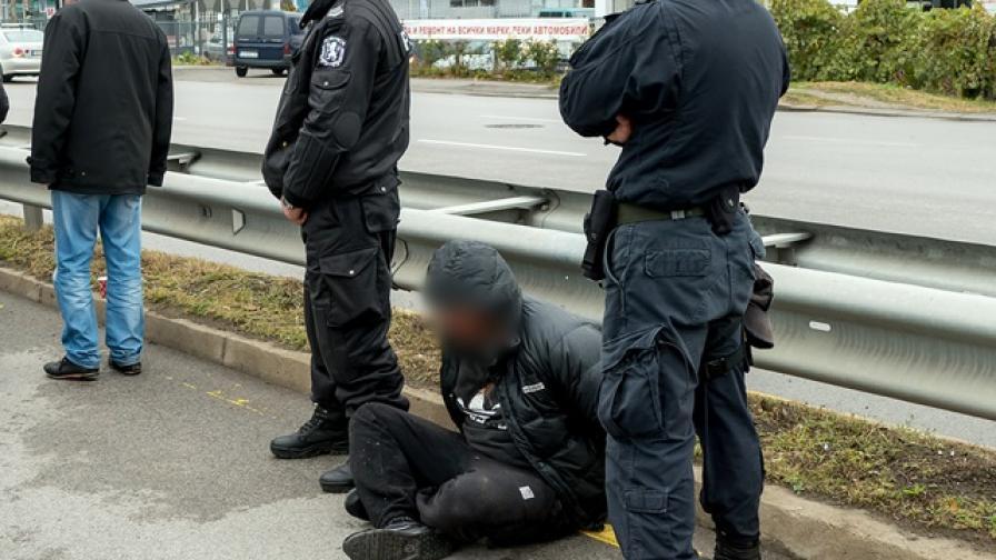МВР показа как хвана автокрадец (видео)