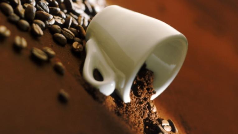 зърна кафе чаша