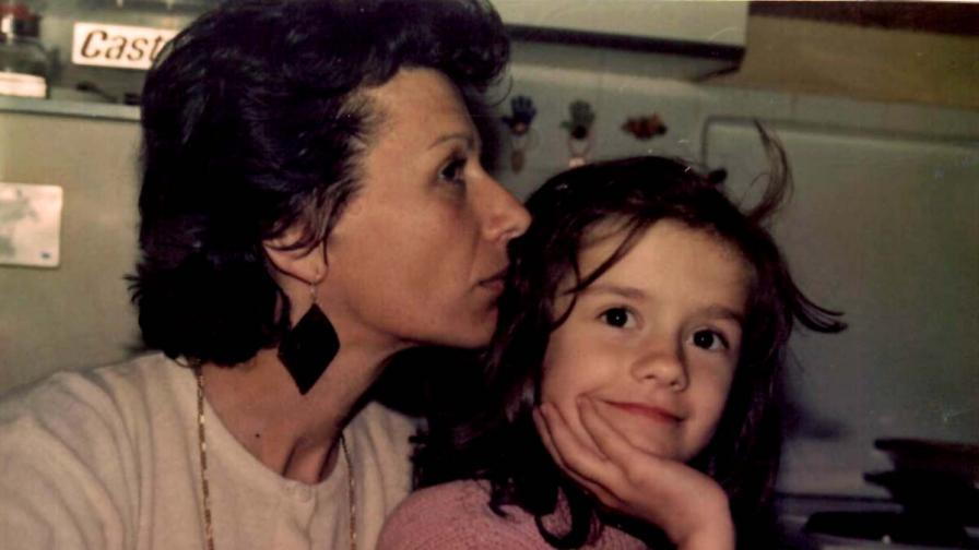 Златното момиче на БГ ефира - Мария Игнатова от дете до днес (снимки)