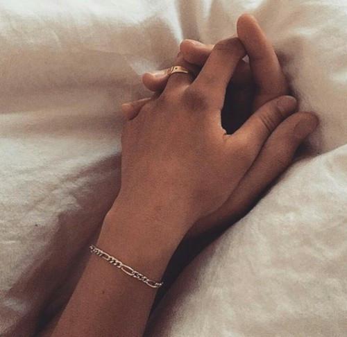 """""""Всяка истинска любов и приятелство са разказ за неочаквано преобразяване. Ако преди да обикнем и след като сме обичали, сме същите, значи не сме обичали достатъчно."""""""