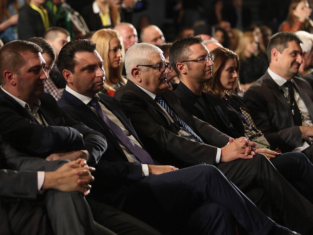 Пресконференция на подкрепяните от БСП кандидат за президент ген. Румен Радев и вице-президент Илияна Йотова