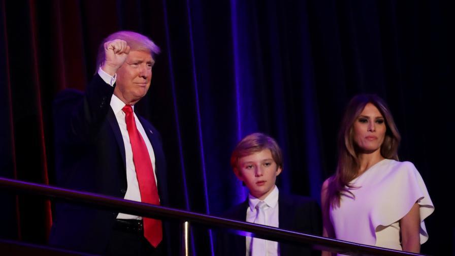 """""""Тръмп обича американците"""", издига стената с Мексико"""