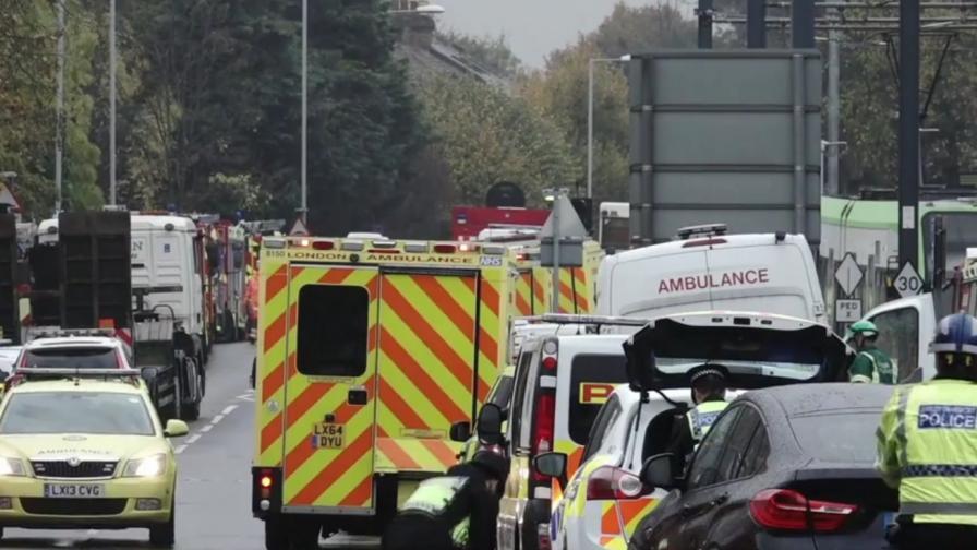 Трамвай затисна двама и рани 50 в Лондон