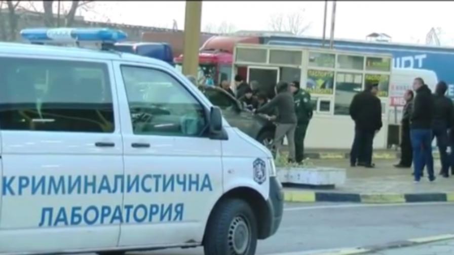 """Граничари от """"Дунав мост"""" пазят от проверки срещу 20 евро"""