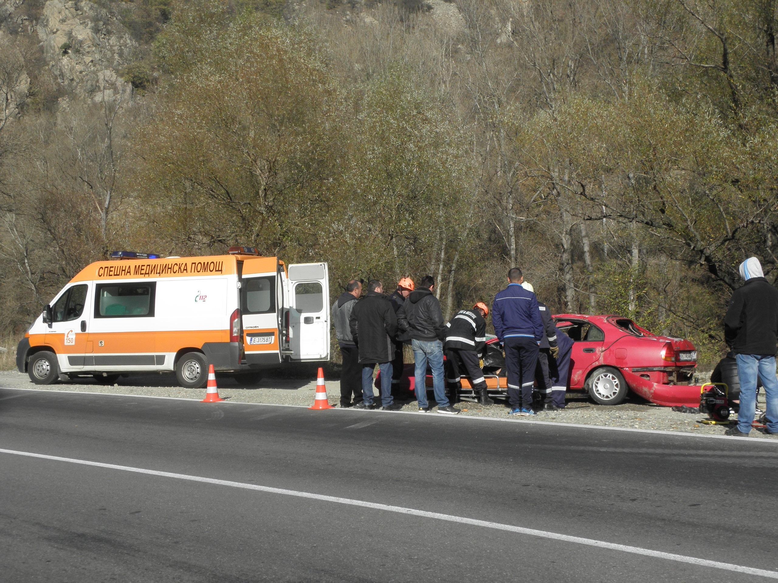 46-годишен мъж, обявен за издирване, е намерен мъртъв в паднал автомобил в река Струма днес. Християн Х. от град Кюстендил изчезнал рано в петък през нощта на път от Петрич за Кюстендил. В Петрич бил на гости на приятели. Сигналът за паднал по таван в река Струма край Е-79 лек автомобил е подаден към 11 часа днес.