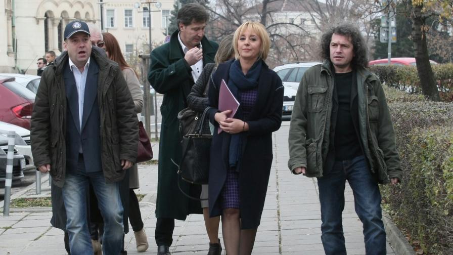 Омбудсманът със законопроект по референдума на Слави