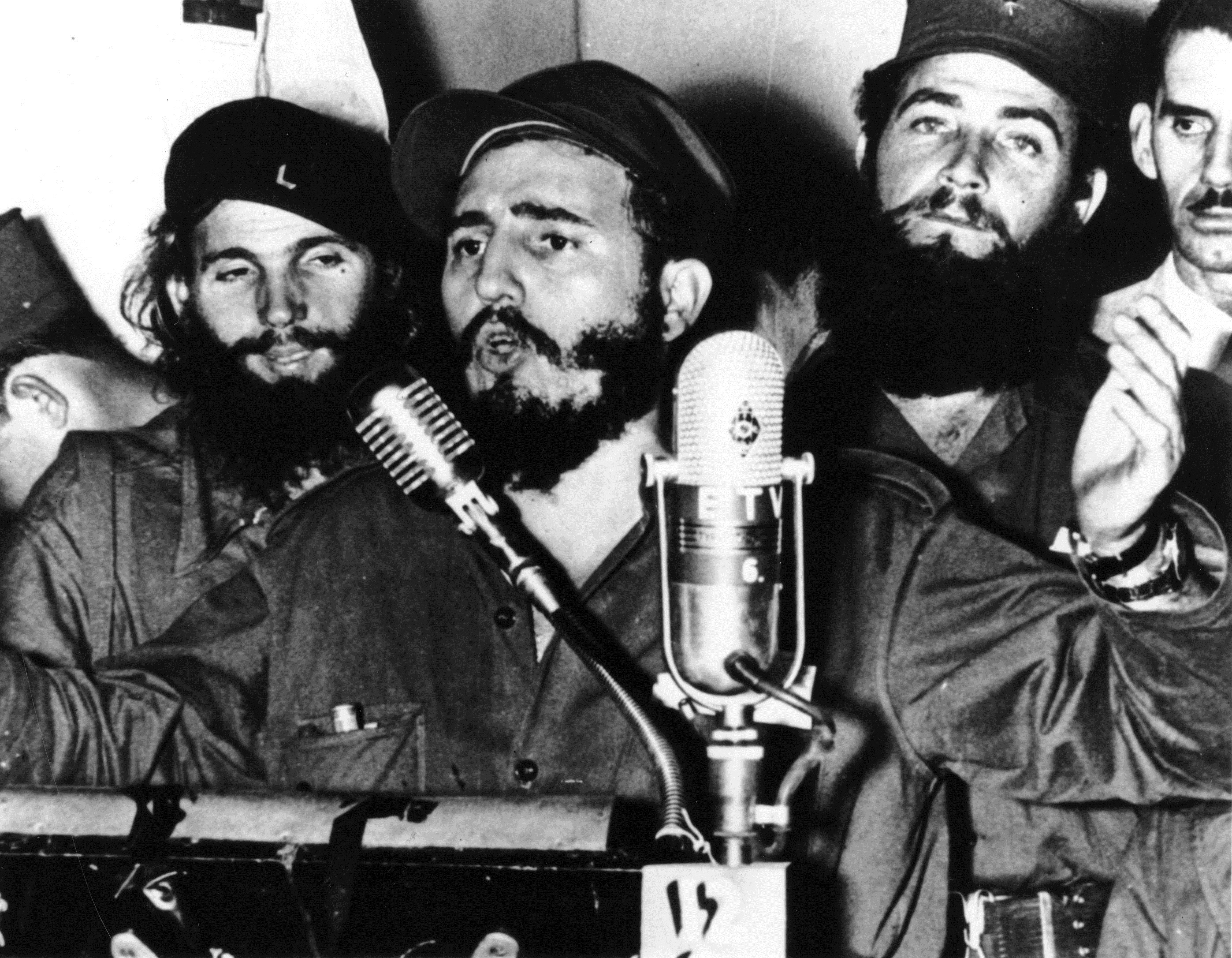 Кубинският революционер Фидел Кастро по време на реч, след като президена Батиста е принуден да се оттегли.