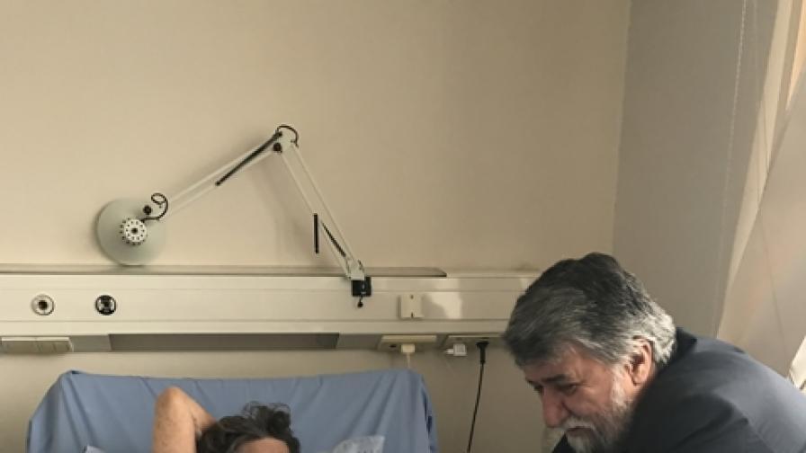 Стоянка Мутафова остава в болницата, кашля