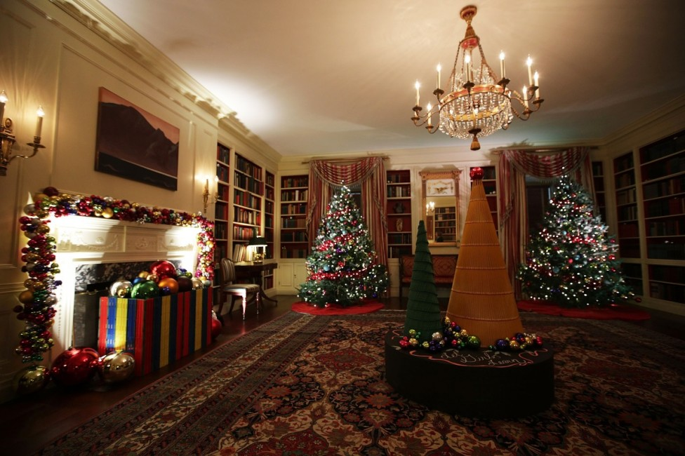 - Остават броени дни до най-чаканите празници - Коледа и Нова година. Това ще е последната година, която семейство Обама ще празнува в Белия дом...