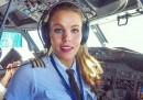 Тя е секси пилот и прави това навсякъде по света
