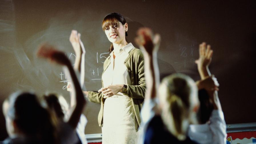 Официално: Увеличиха учителските заплати с 15%