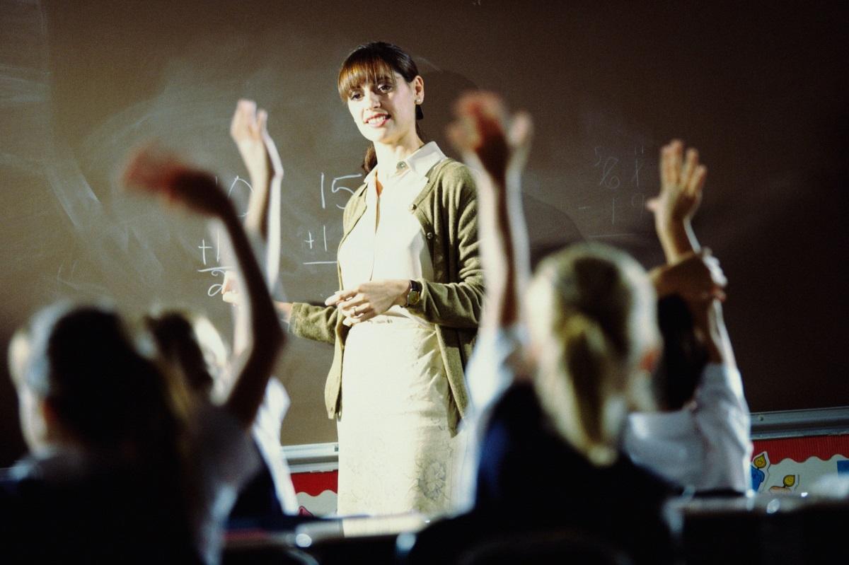 Учител - изискванията към учителите са високи, те трябва да отговарят на очакванията на учениците, родителите им и ръководството на съответното учебно заведение. Освен това, често пъти работата им не приключва с края на работния ден, а продължава с проверяване на домашни у дома.