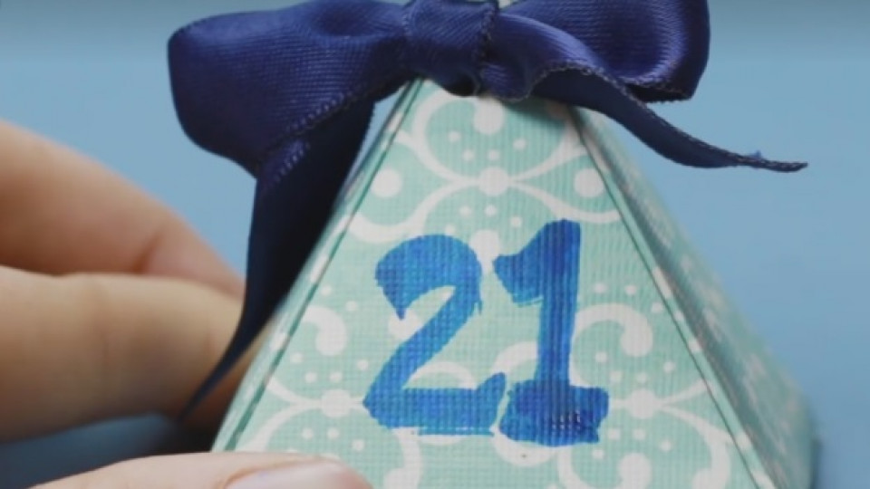 Как да си направим: оригами коледен календар за елхата
