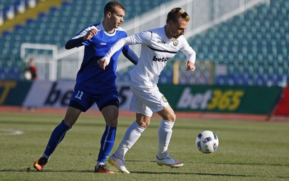 Хичо игра цял мач Урал при равенство с Ахмат