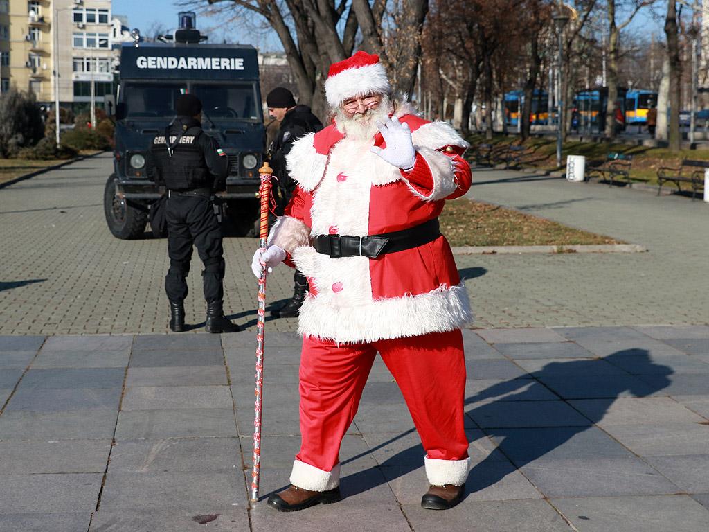 Засилени мерки за сигурност в София преди Рождество Христово, около търговските центрове, метрото, централна гара и коледните базари