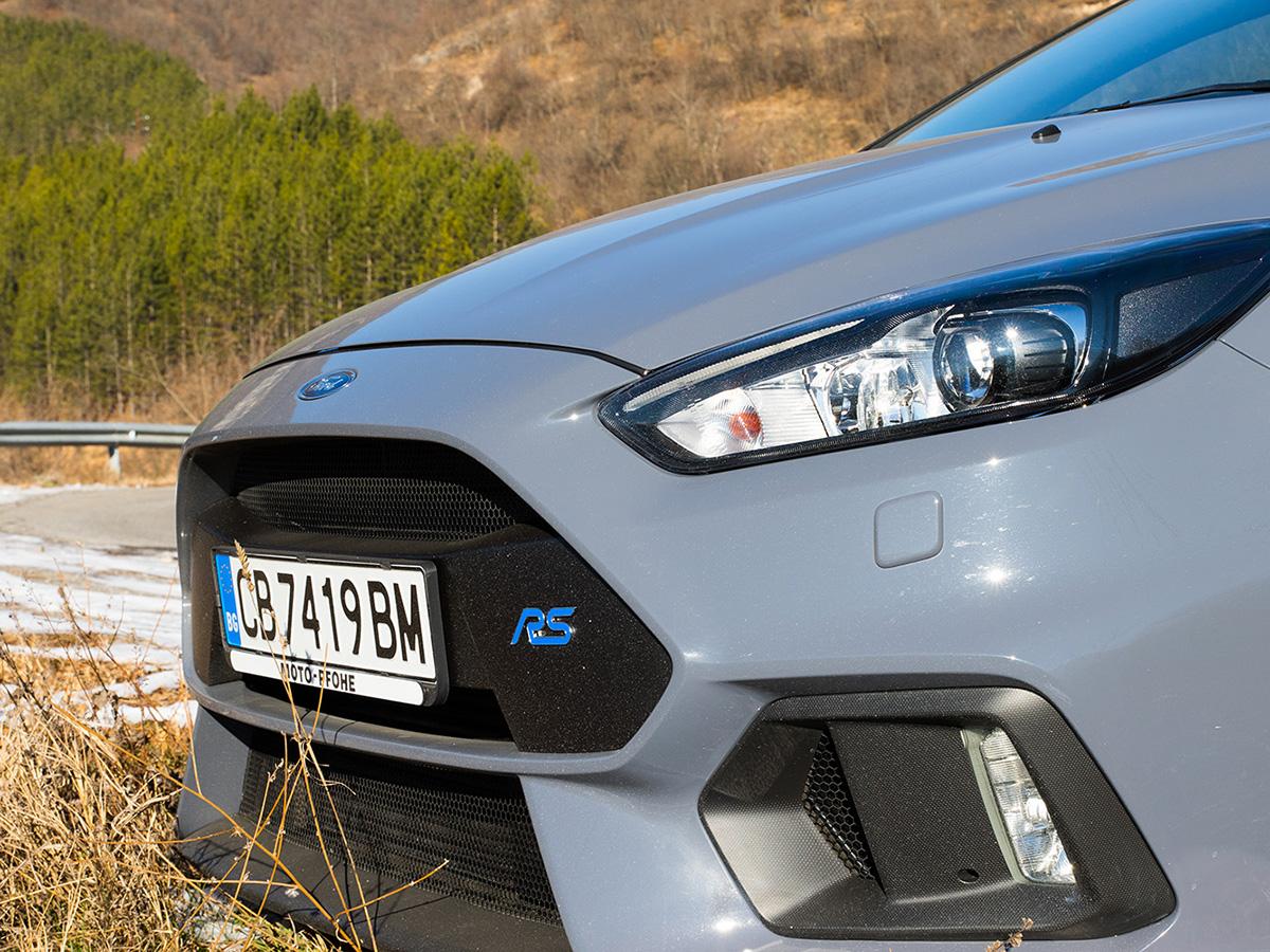 Focus RS страда от раздвоение на личността: от семеен градски автомобил през седмицата се превръща в брутален убиец на лъскави немски спортни бегачки през уикенда.