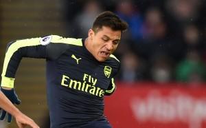 Арсенал рискува да изпусне Санчес без пари