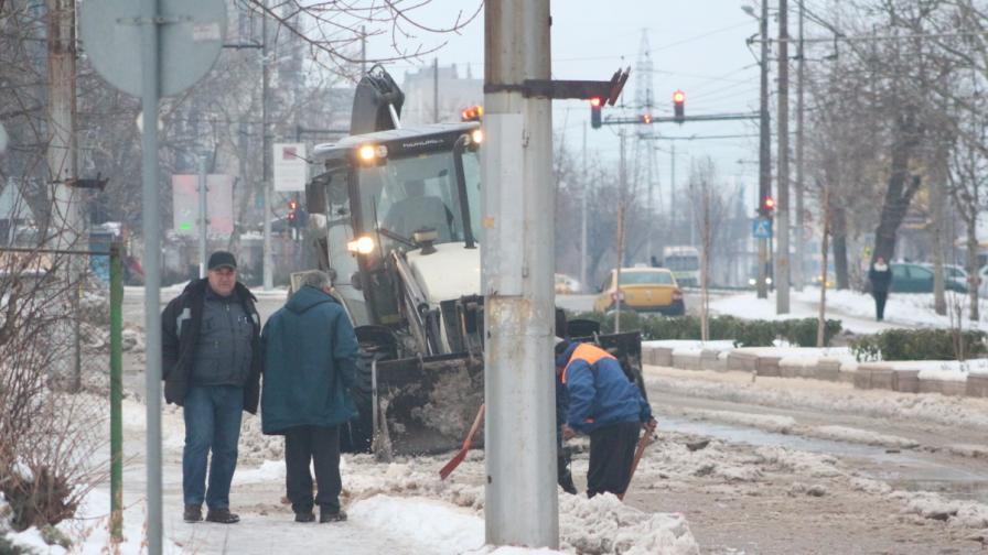 ВиК превърна булевард в ледена река