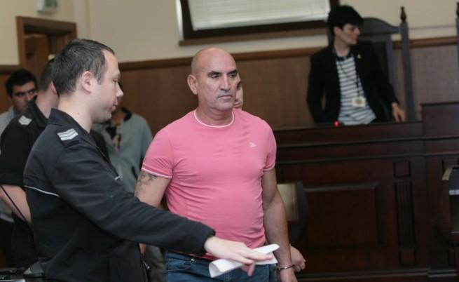 Ценко Чоков излиза от ареста