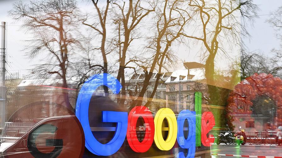 <p>Защо Google получава по-малко критики от Facebook</p>