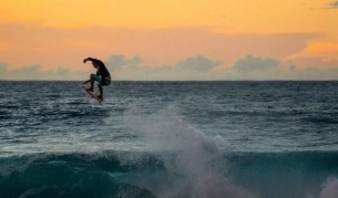 Една чудесна сърф година, обобщена по хавайски