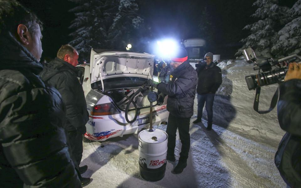 Илия Царски с първи нощен тест драйв на състезателния си автомобил