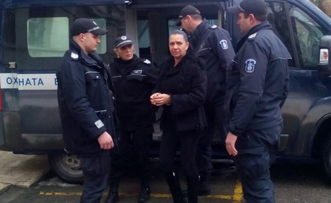 Неуспешен опит на Анита Мейзер да излезе от затвора