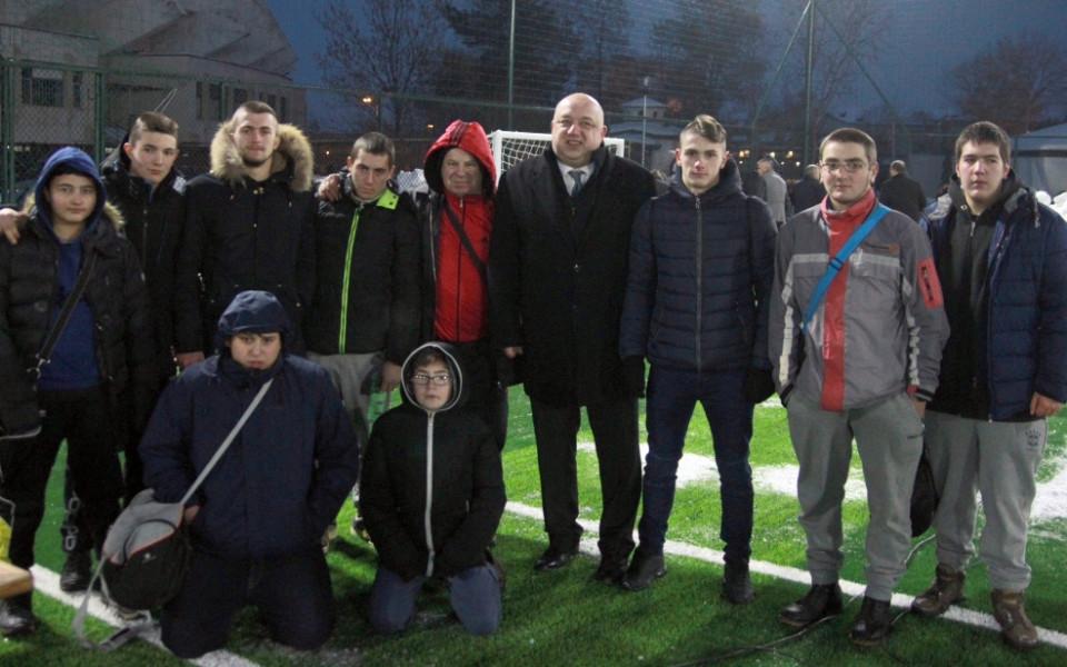 """Откриха ново футболно игрище на стадиона в """"Надежда"""""""