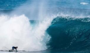 Хавайският сърф сезон официално подлуди феновете