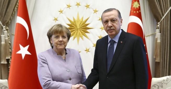 Турският президент Реджеп Ердоган призова турците, които имат право на