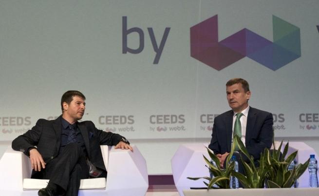 Вицепрезидентът на Европейската комисия и комисар за единния дигитален пазар на ЕС Андрус Ансип разговаря с председателя на Webit.Foundation Пламен Русев