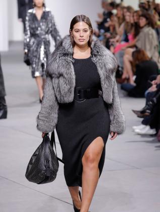 За представянето на колекцията си Есен-Зима на Седмицата на модата в Ню Йорк дизайнерът Майкъл Корс нае plus-size модела Ашли Греъм.